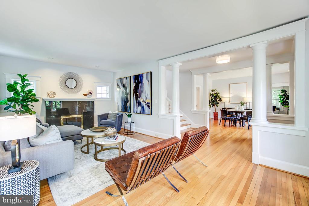 Open floor plan - hardwood flooring throughout - 2900 FRANKLIN RD, ARLINGTON