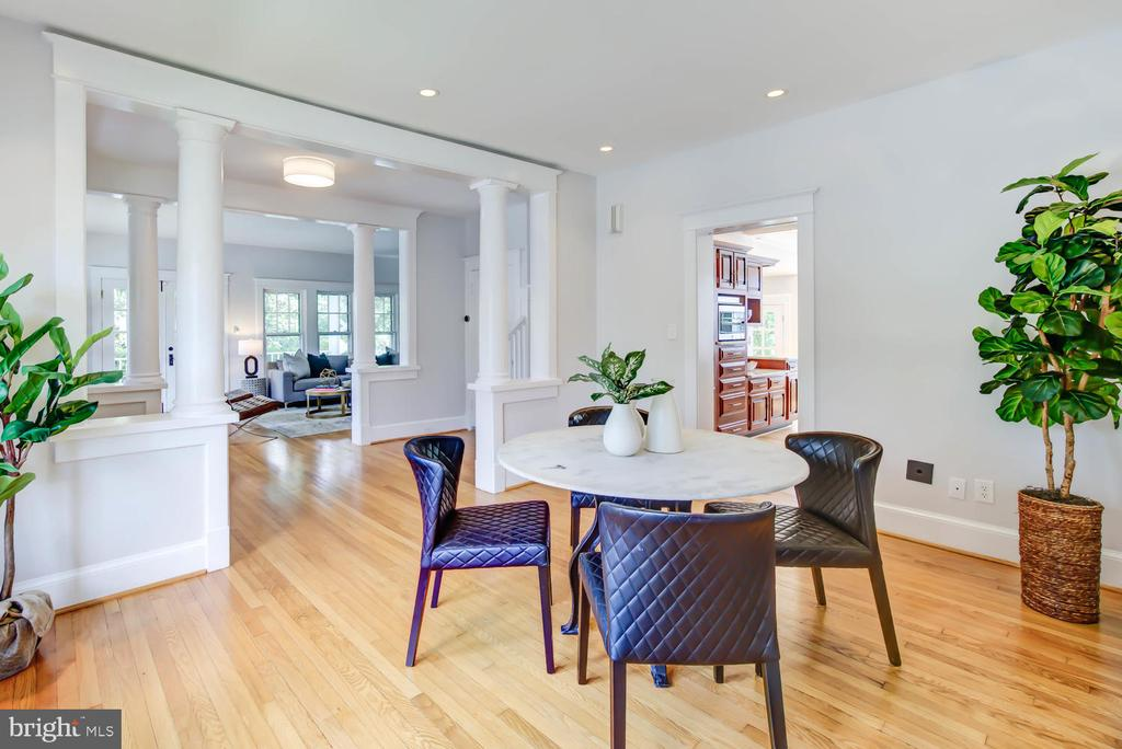 Dining Room with architectural columns - 2900 FRANKLIN RD, ARLINGTON