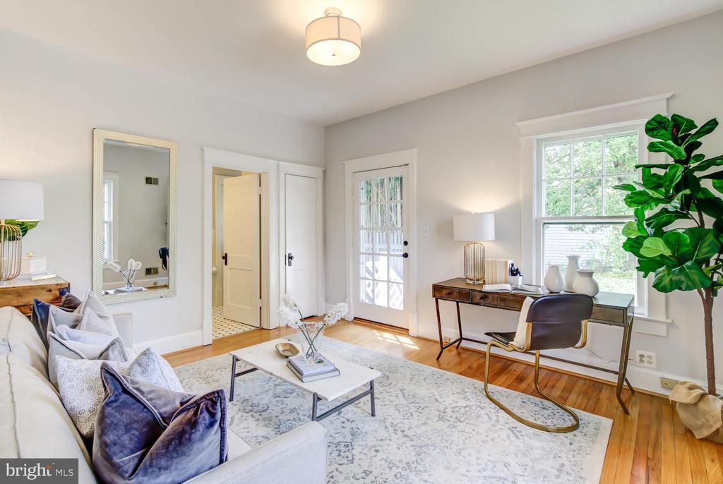 First fl BR w/en suite bath and separate entrance - 2900 FRANKLIN RD, ARLINGTON