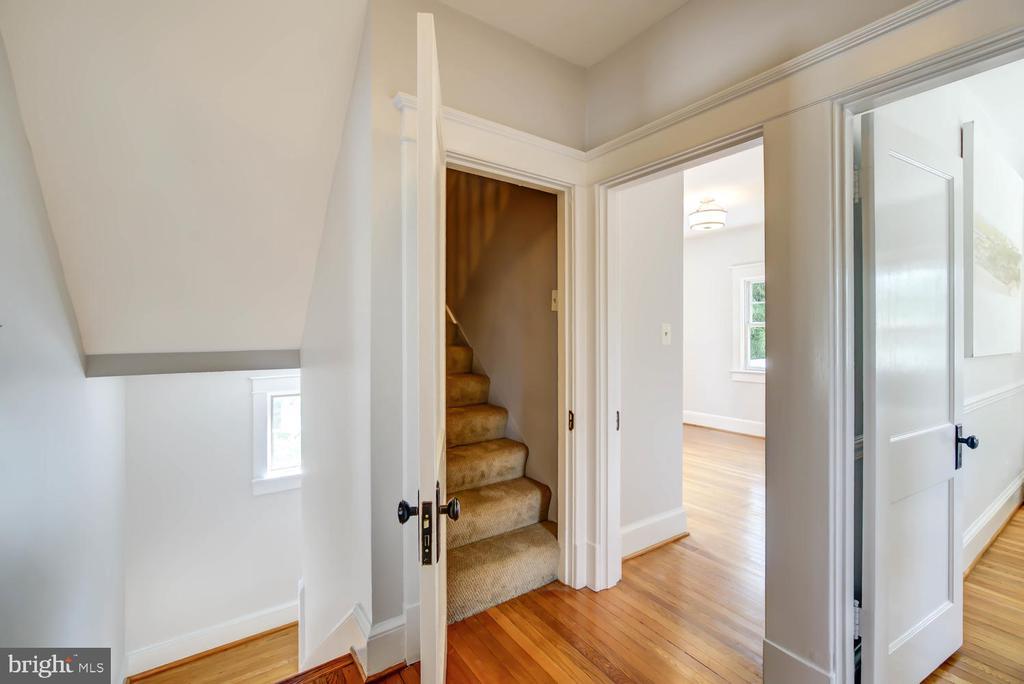 Second floor landing - stairs to attic - 2900 FRANKLIN RD, ARLINGTON