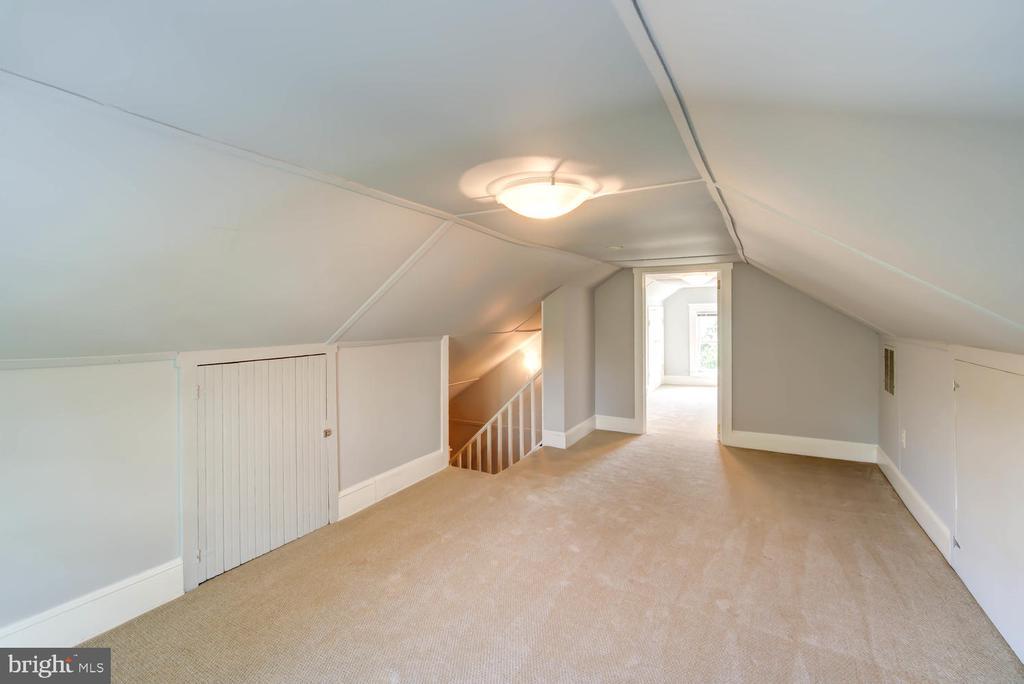 Finished attic - Flex space - 6 ft ceiling - 2900 FRANKLIN RD, ARLINGTON
