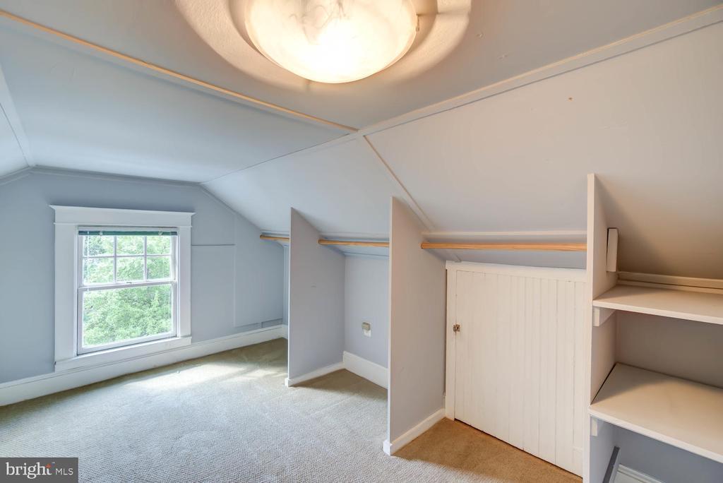 Finished attic with abundant storage - 2900 FRANKLIN RD, ARLINGTON