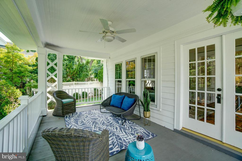 Covered porch off the Living Room - 2900 FRANKLIN RD, ARLINGTON