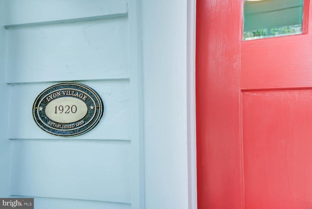 Lyon Village - steps to Clarendon - 2900 FRANKLIN RD, ARLINGTON
