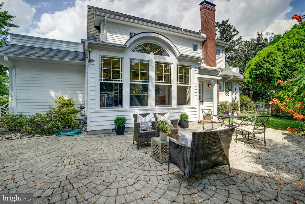 Beautiful hardscape rear patio - 2900 FRANKLIN RD, ARLINGTON
