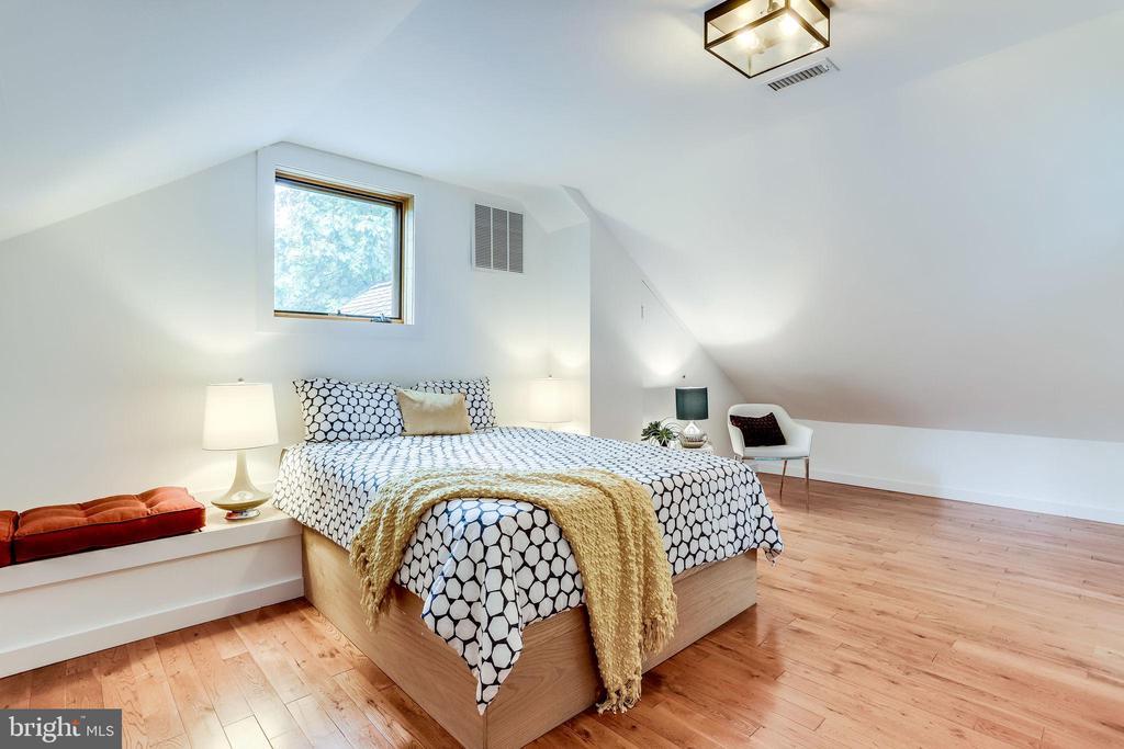 Owners Suite - 2360 S ARLINGTON RIDGE RD, ARLINGTON