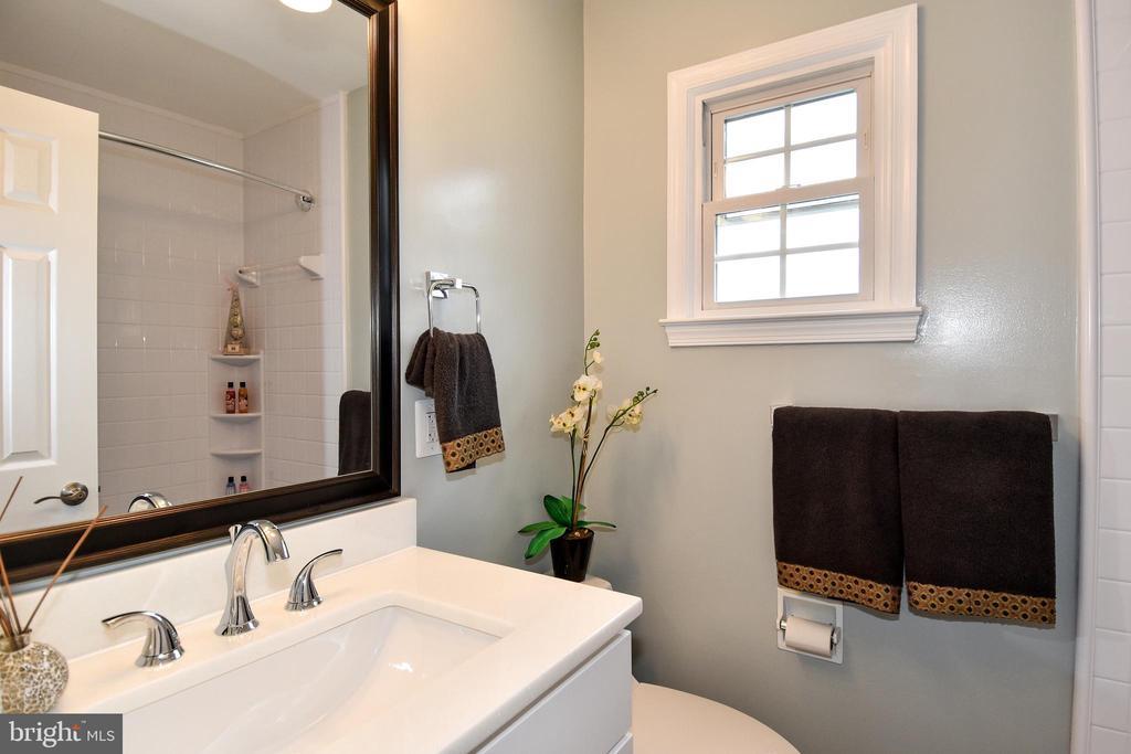 NEW HALL BATH - 784 N VERMONT ST, ARLINGTON