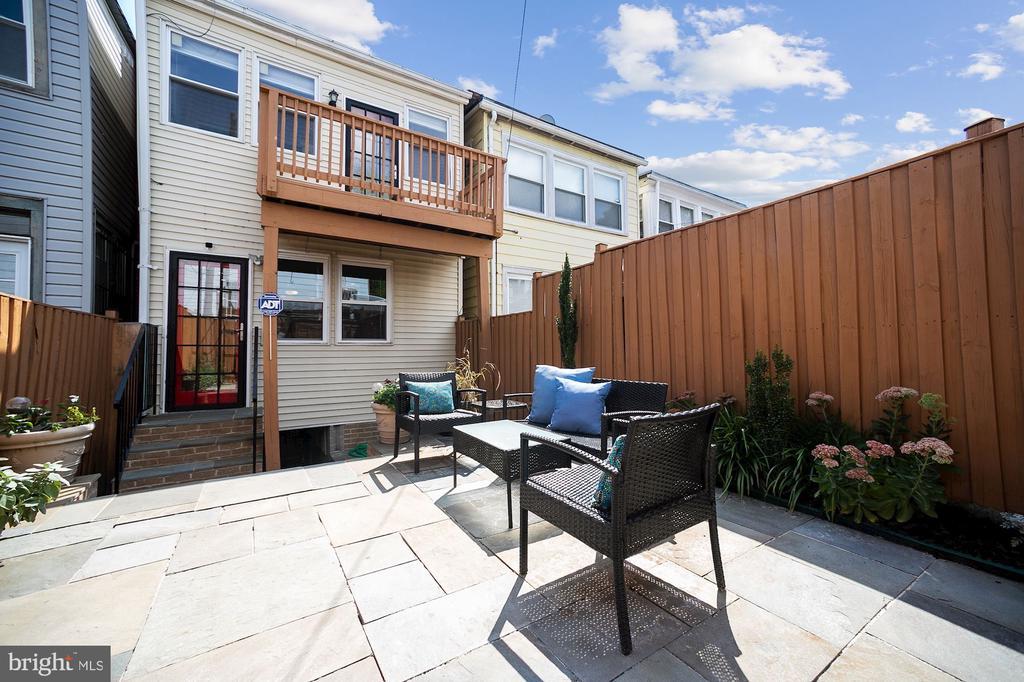 High-end, two-level hardscape patio w garden areas - 332 CHANNING ST NE, WASHINGTON