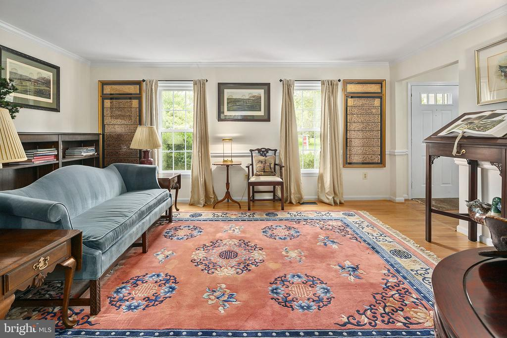 Formal living room - 10206 MCKEAN CT, GREAT FALLS