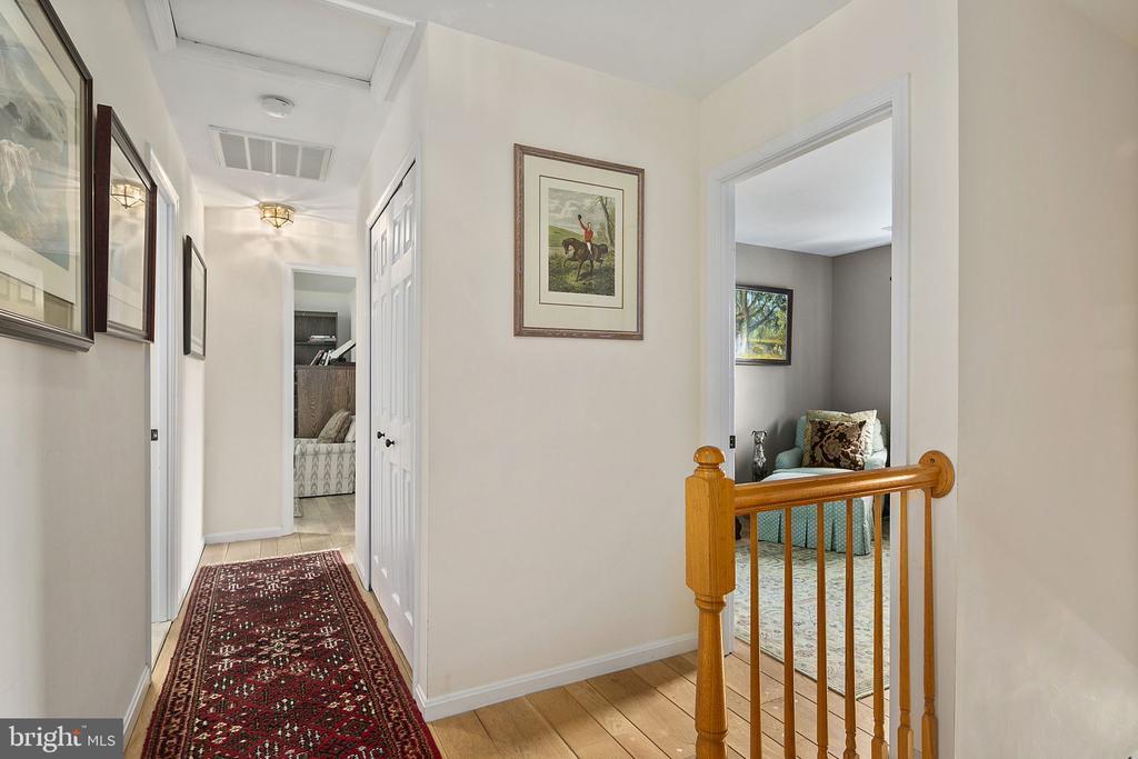 Upper level hallway - 10206 MCKEAN CT, GREAT FALLS