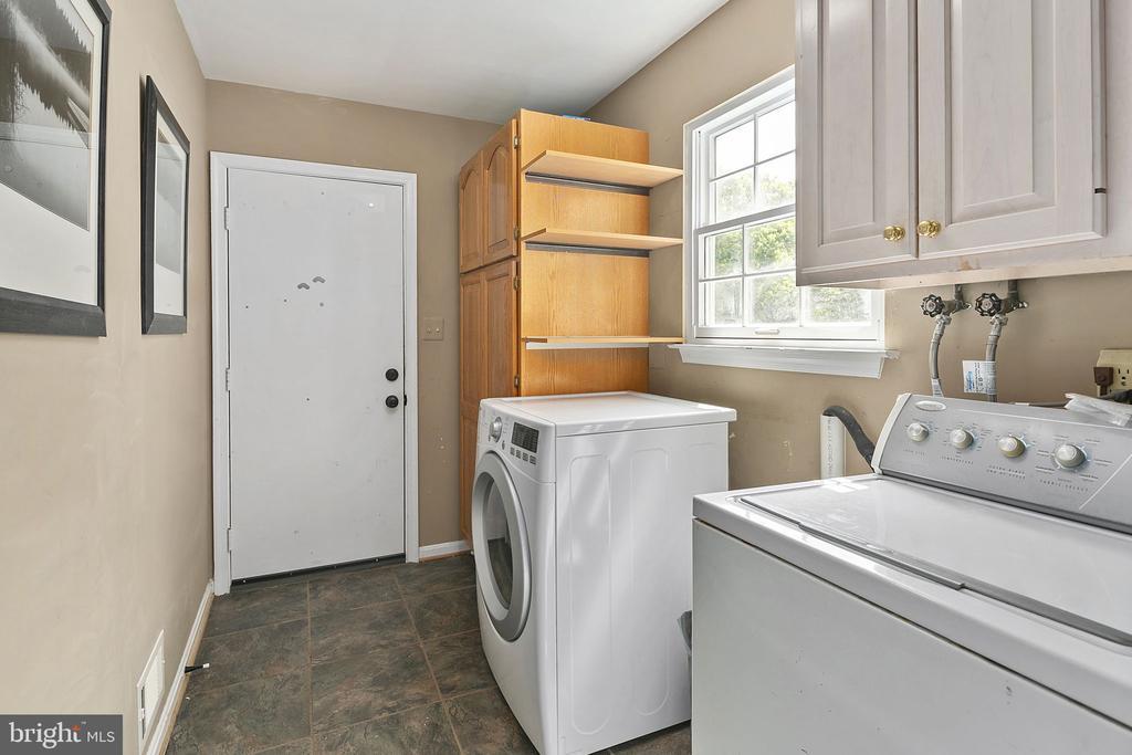 Main level laundry room - 10206 MCKEAN CT, GREAT FALLS
