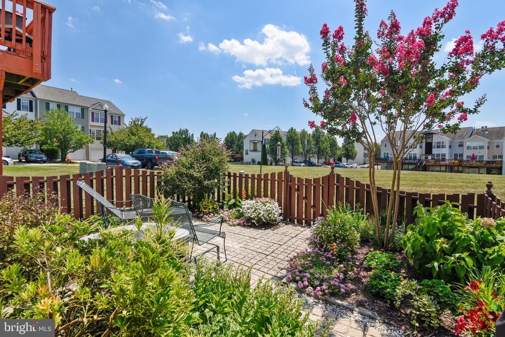 Such a pleasant backyard. Beautiful landscaping! - 43496 GREENWICH SQ, ASHBURN
