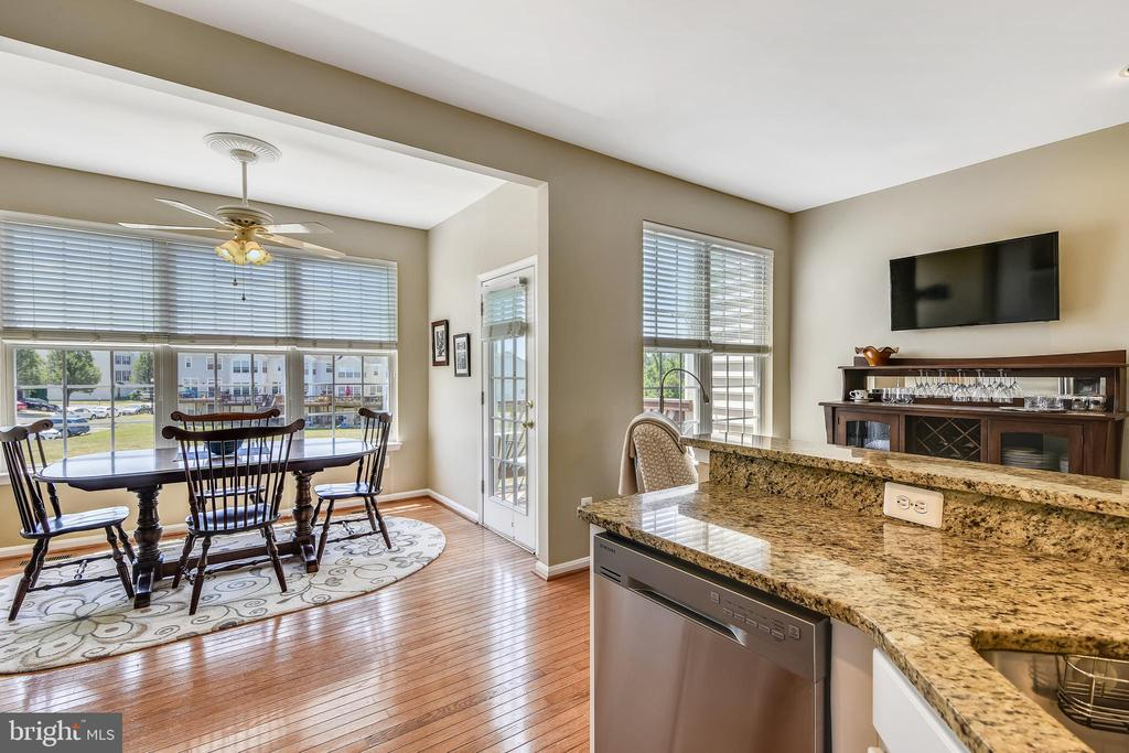 Breakfast room  w/ french door that lead to deck. - 43496 GREENWICH SQ, ASHBURN