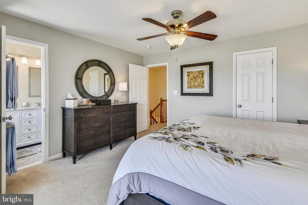 Large Master bedroom - 43496 GREENWICH SQ, ASHBURN