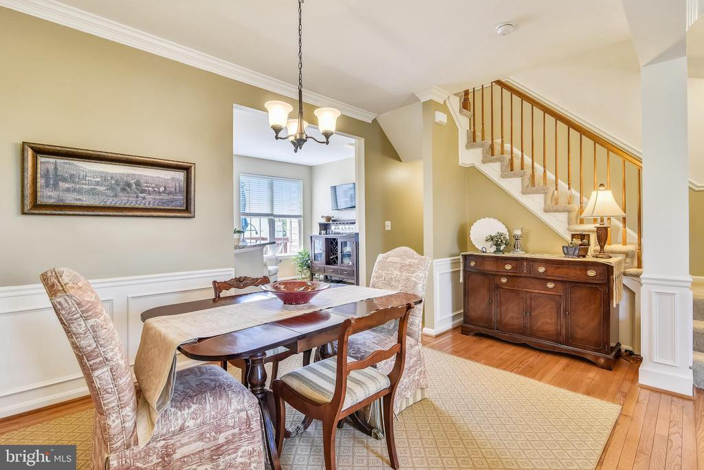 Every where you turn, this TH spells home! - 43496 GREENWICH SQ, ASHBURN