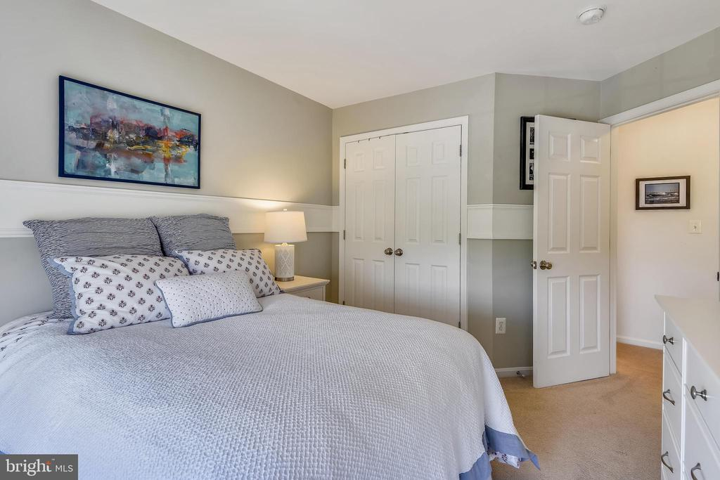 Bedroom with decorative trim. - 43496 GREENWICH SQ, ASHBURN