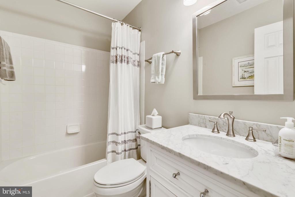 Hall bathroom!! - 43496 GREENWICH SQ, ASHBURN