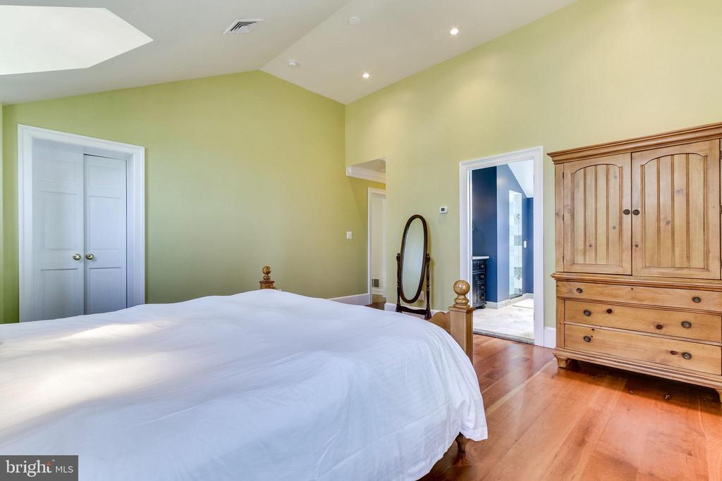 Owner's suite with en suite bath - 833 S FAIRFAX ST, ALEXANDRIA