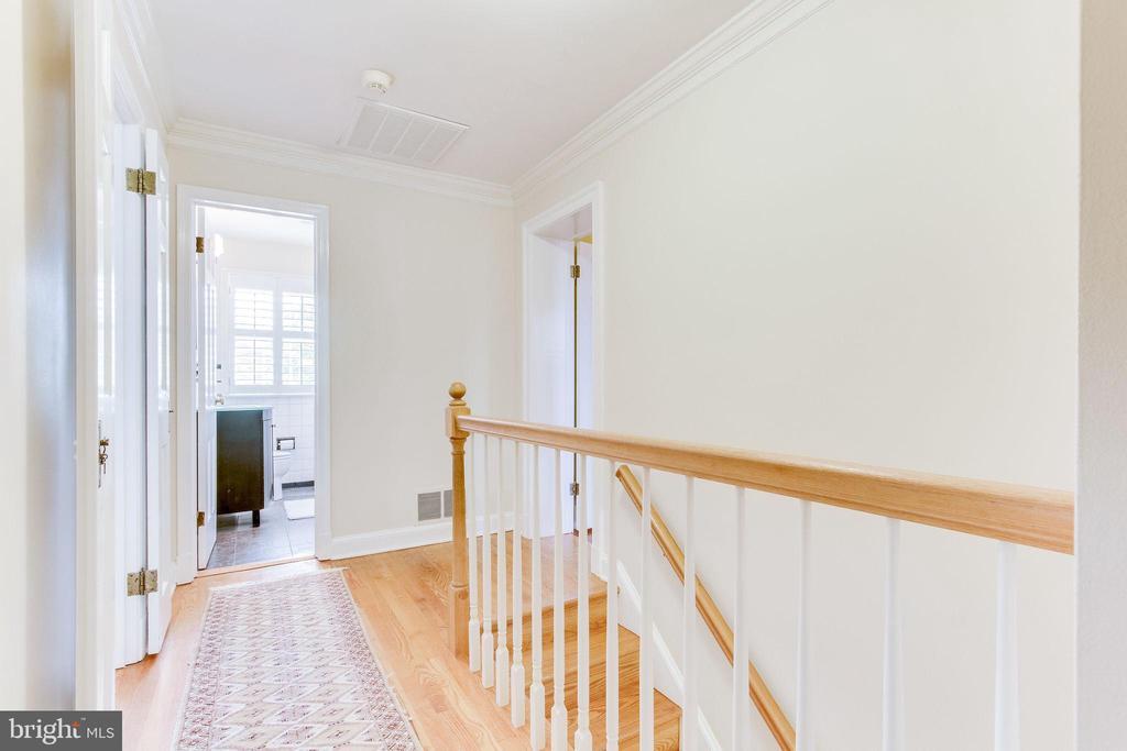 Upper level hallway - 833 S FAIRFAX ST, ALEXANDRIA