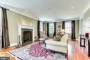 Expansive main level living room - 833 S FAIRFAX ST, ALEXANDRIA