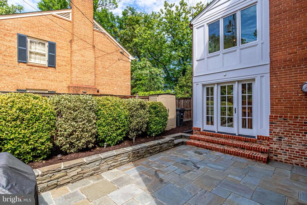 Perfect area for outdoor dining and entertaining - 833 S FAIRFAX ST, ALEXANDRIA