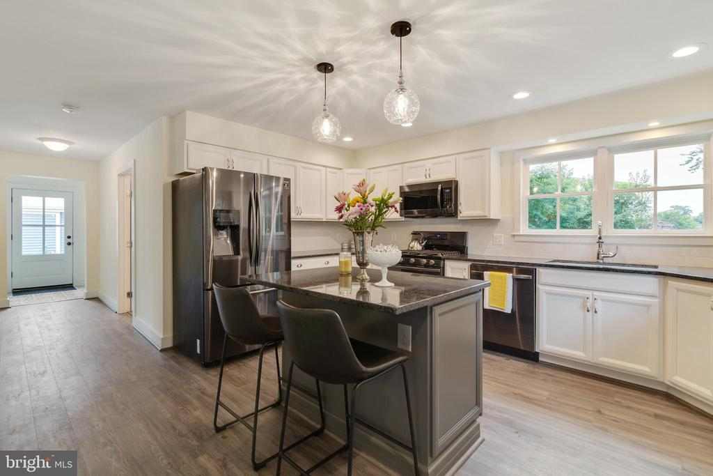 NEW Samsung black stainless steel appliances! - 9512 LIBERTY ST, MANASSAS