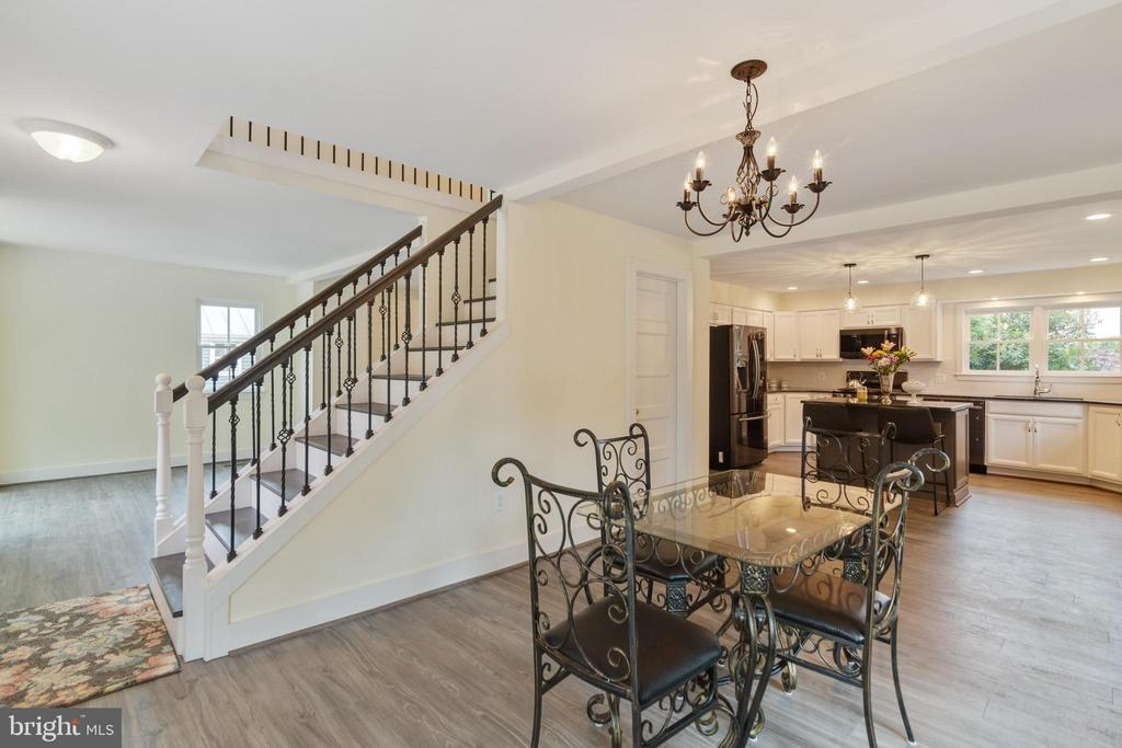 Dining Room opens to Kitchen - 9512 LIBERTY ST, MANASSAS