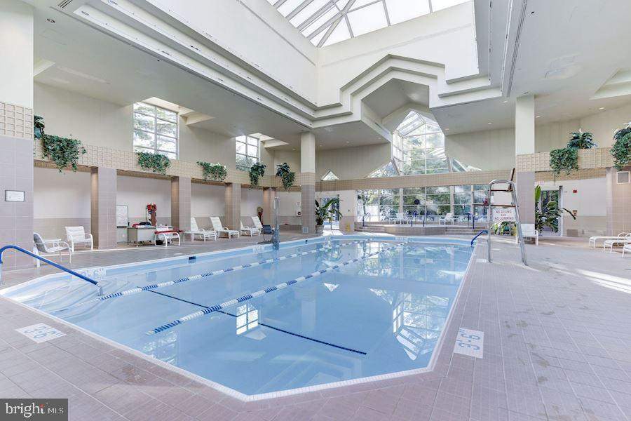 Indoor pool - 5630 WISCONSIN AVE #905, CHEVY CHASE