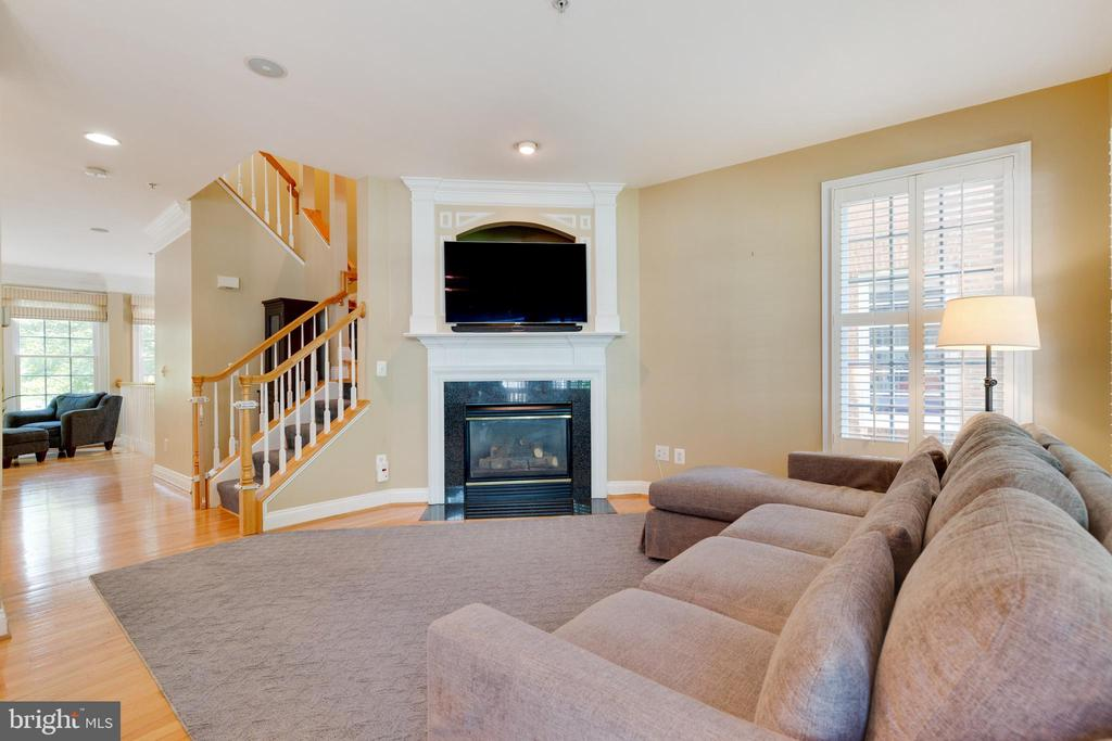 Fireplace in Family Room - 181 CAMERON STATION BLVD, ALEXANDRIA