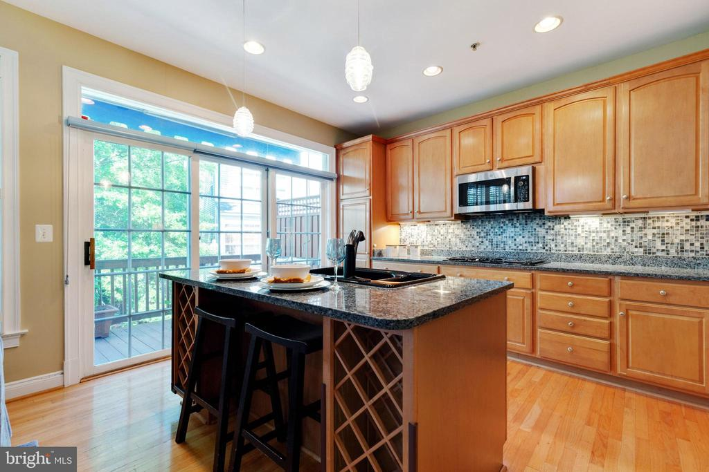 Large Island with wine rack - 181 CAMERON STATION BLVD, ALEXANDRIA