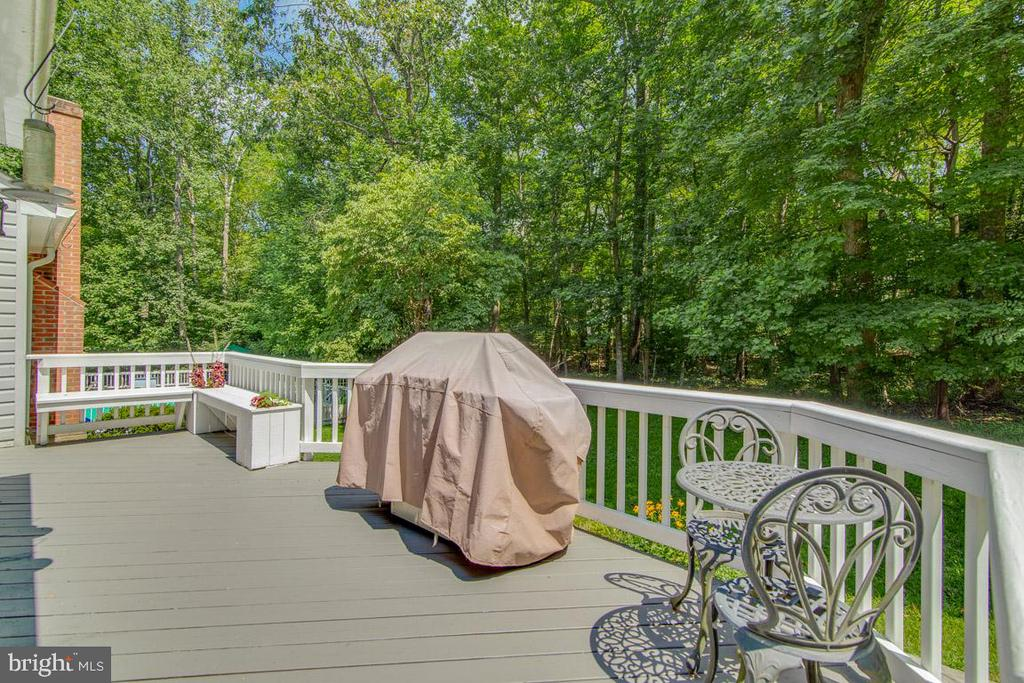 Wood deck with planter boxes - 13613 BETHEL RD, MANASSAS