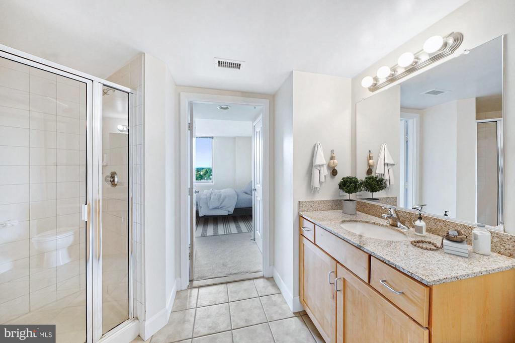 Bath #2 connects to bed #2  through double closets - 1205 N GARFIELD ST #608, ARLINGTON