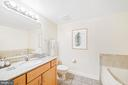 Owner's ensuite 4-piece bath - 1205 N GARFIELD ST #608, ARLINGTON