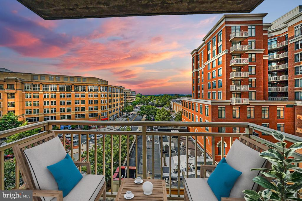 Rare corner unit at Station Square with a view! - 1205 N GARFIELD ST #608, ARLINGTON