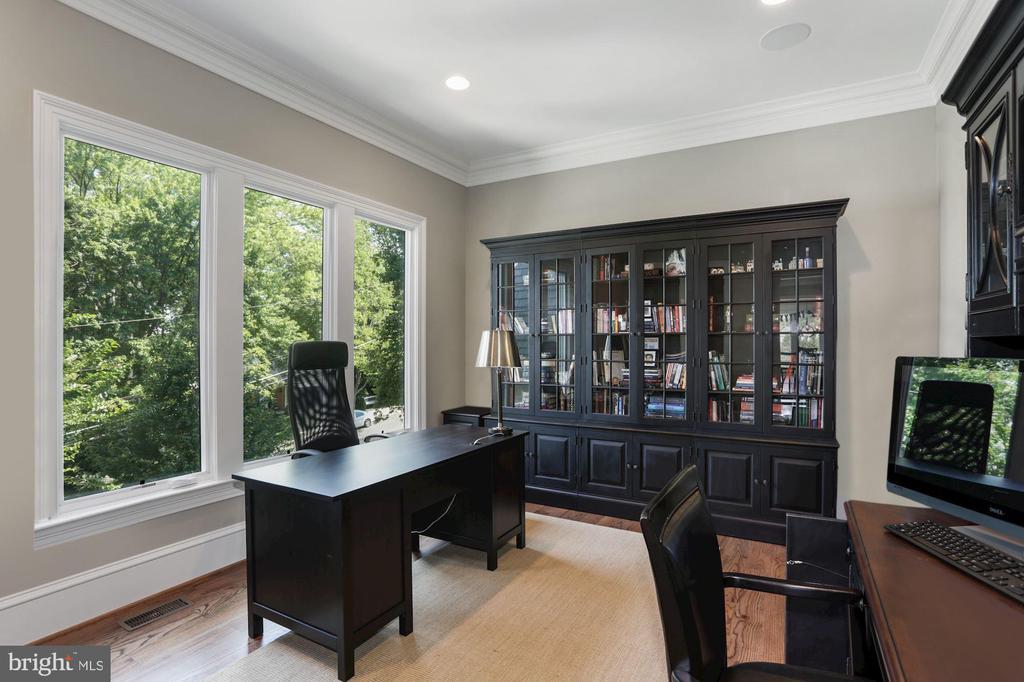 Main level office - 4408 33RD RD N, ARLINGTON