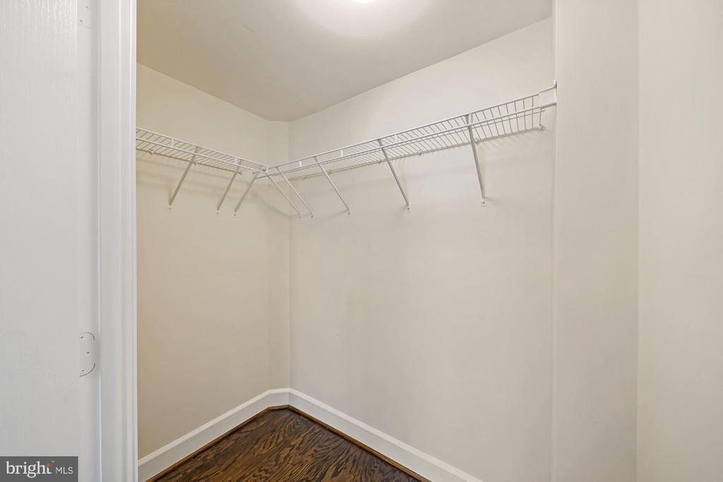 Oversized owner's suite closet. - 1205 N GARFIELD ST #608, ARLINGTON