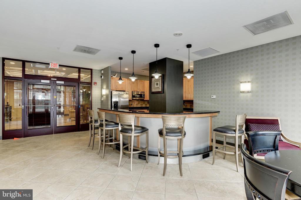 Station Square club room bar. - 1205 N GARFIELD ST #608, ARLINGTON
