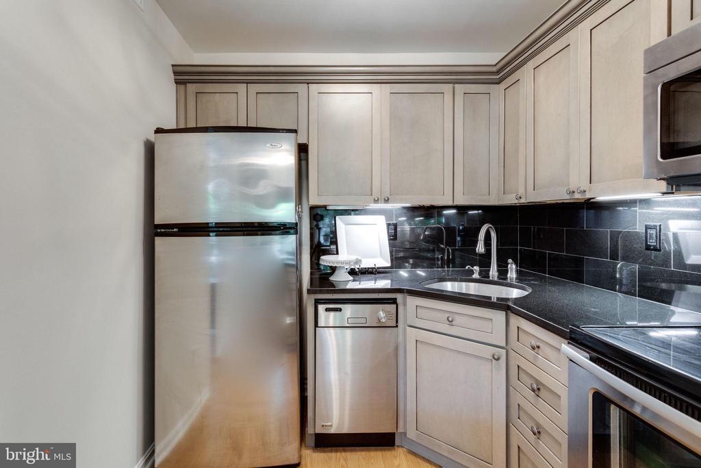 Kraftmaid Wood Cabinetry - 1741 N TROY ST #8-430, ARLINGTON