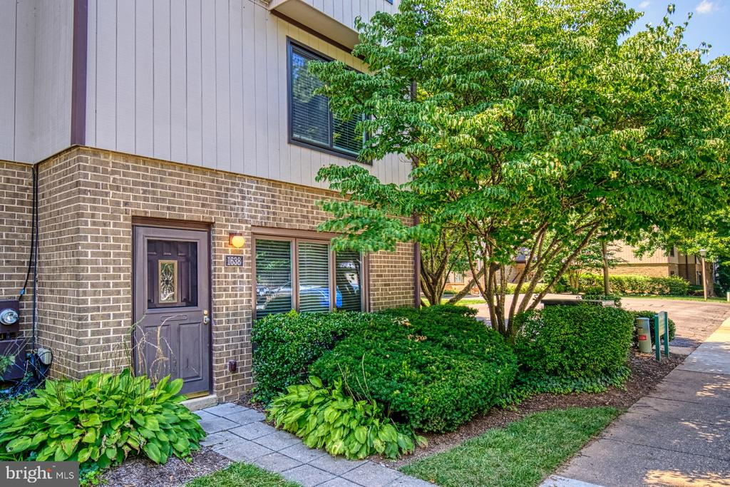 Renovated condo in McLean school district - 1638 WESTWIND WAY, MCLEAN