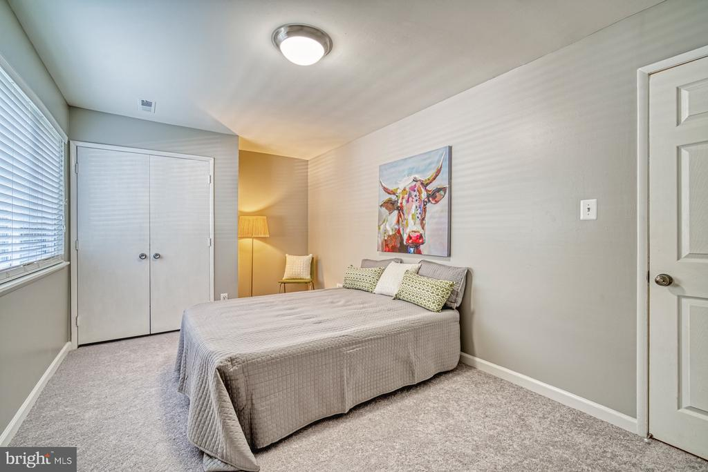 Bed #2: spacious with a nice size closet - 1638 WESTWIND WAY, MCLEAN