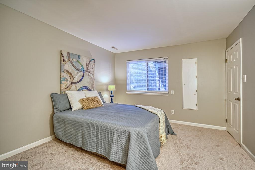 Master: Fresh paint and new carpeting - 1638 WESTWIND WAY, MCLEAN