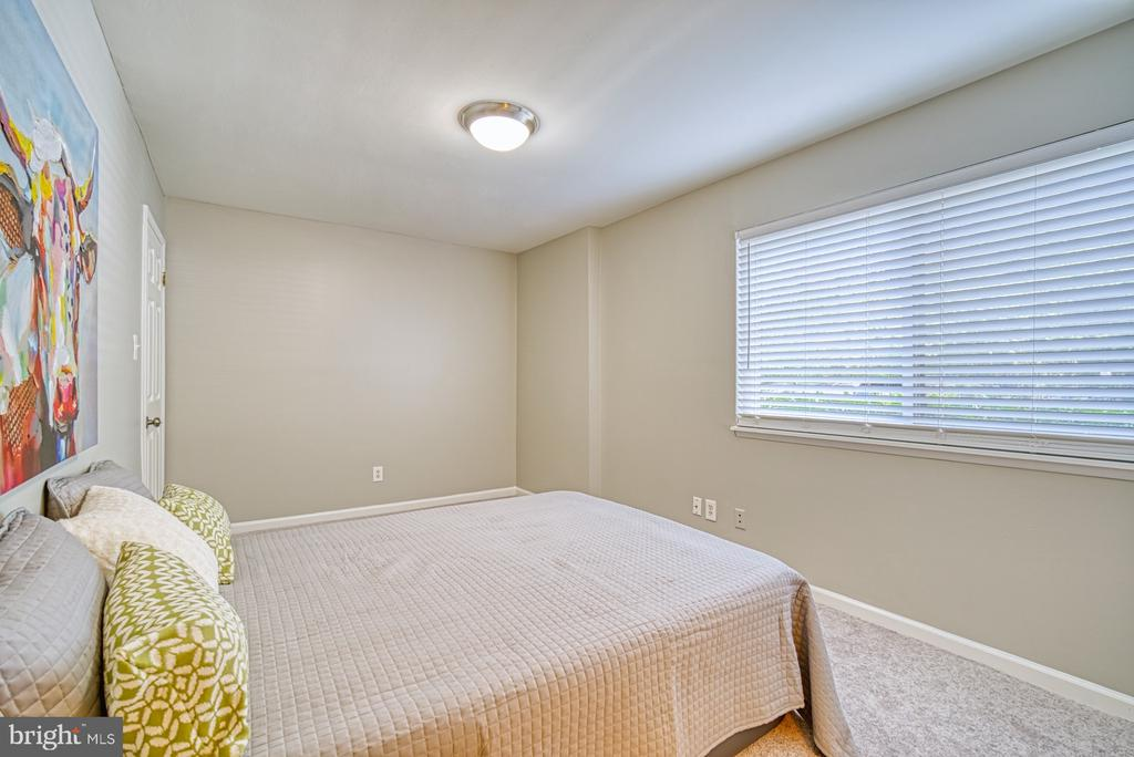 Bed #2: abundance of natural light - 1638 WESTWIND WAY, MCLEAN