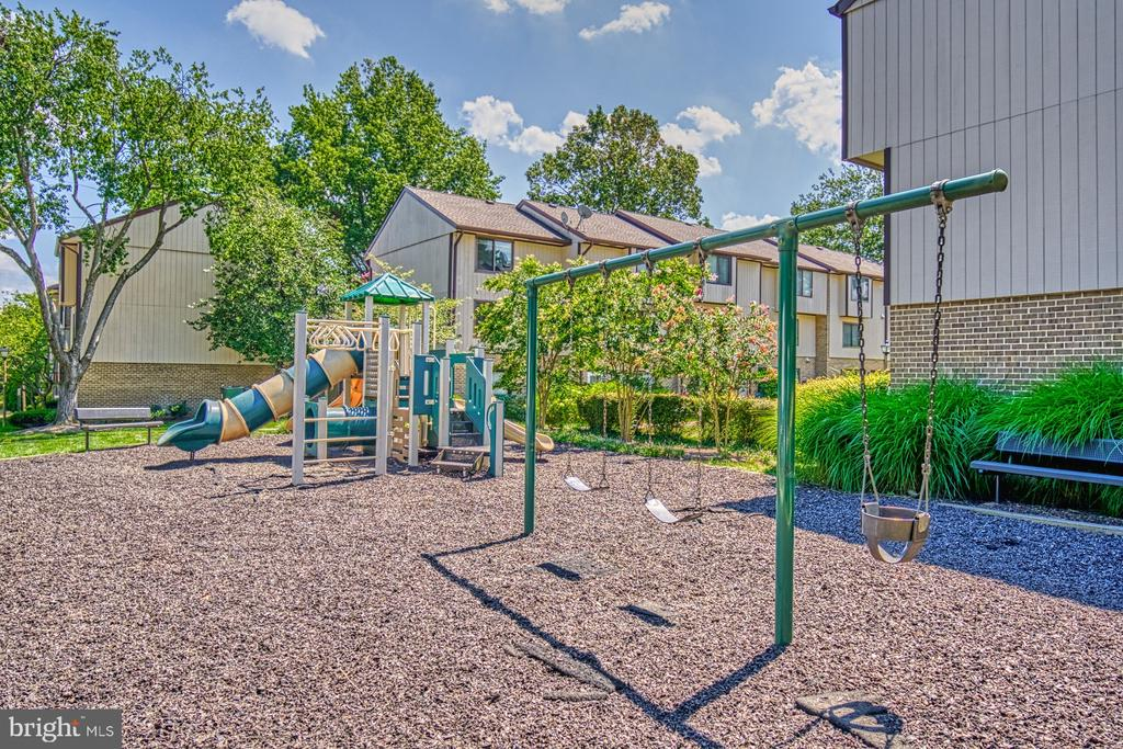 Community playground - 1638 WESTWIND WAY, MCLEAN