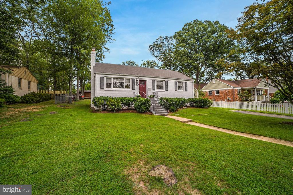 Home Sits On a 11,780 Square Foot Lot! - 7326 RONALD ST, FALLS CHURCH