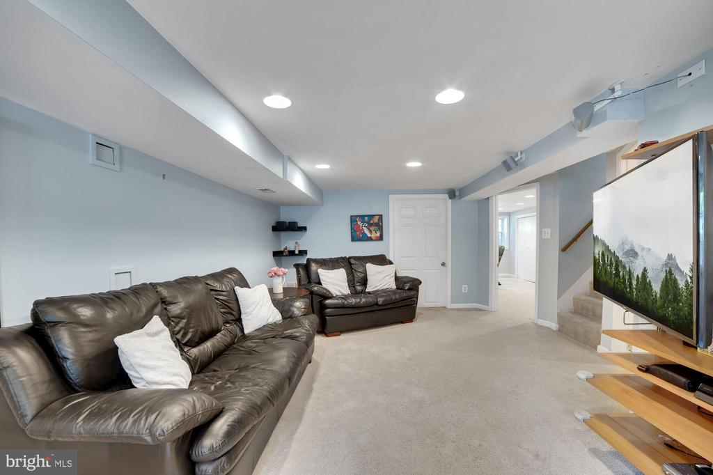 Family Rm - Incredibly Useful Space - Get Creative - 7326 RONALD ST, FALLS CHURCH