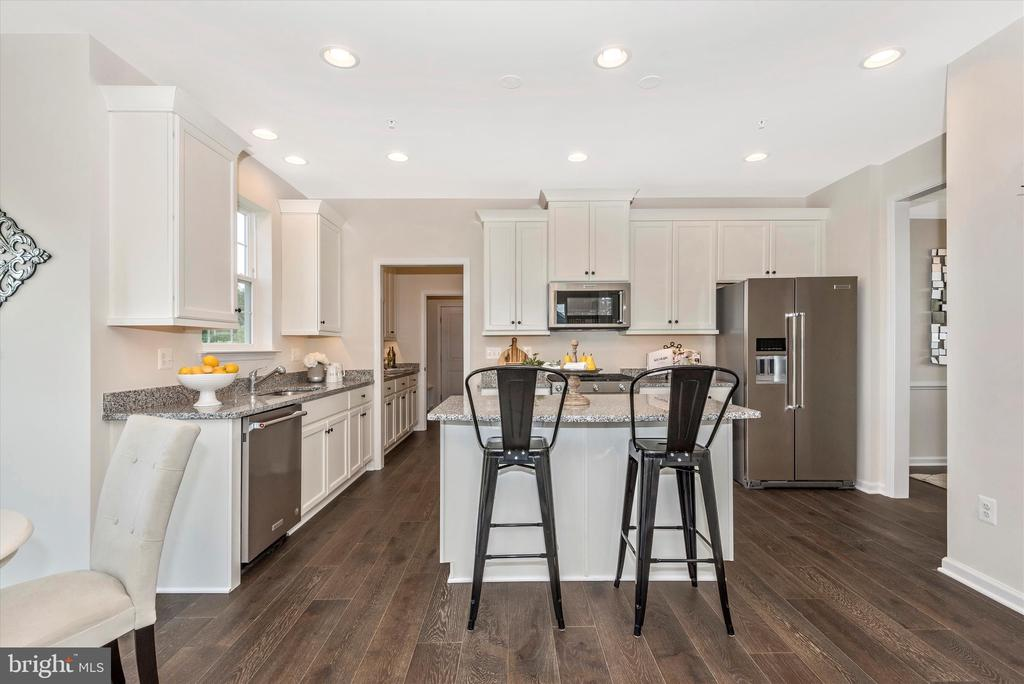 Kitchen w/ included Under Cabinet Lighting - 527 ISAAC RUSSELL, NEW MARKET
