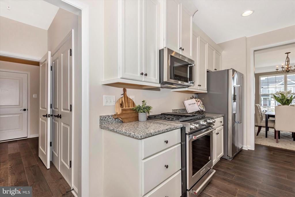Kitchen - 527 ISAAC RUSSELL, NEW MARKET