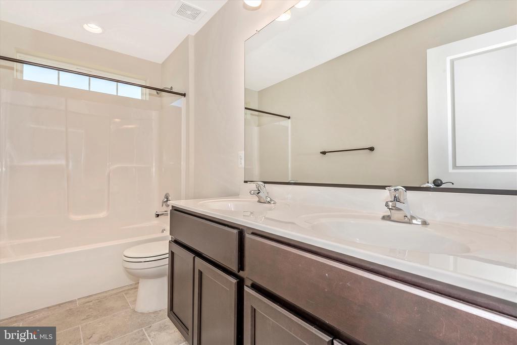 Hall Bathroom - 527 ISAAC RUSSELL, NEW MARKET
