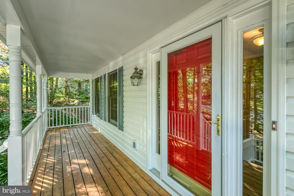 Inviting front porch! - 2305 HARPOON DR, STAFFORD