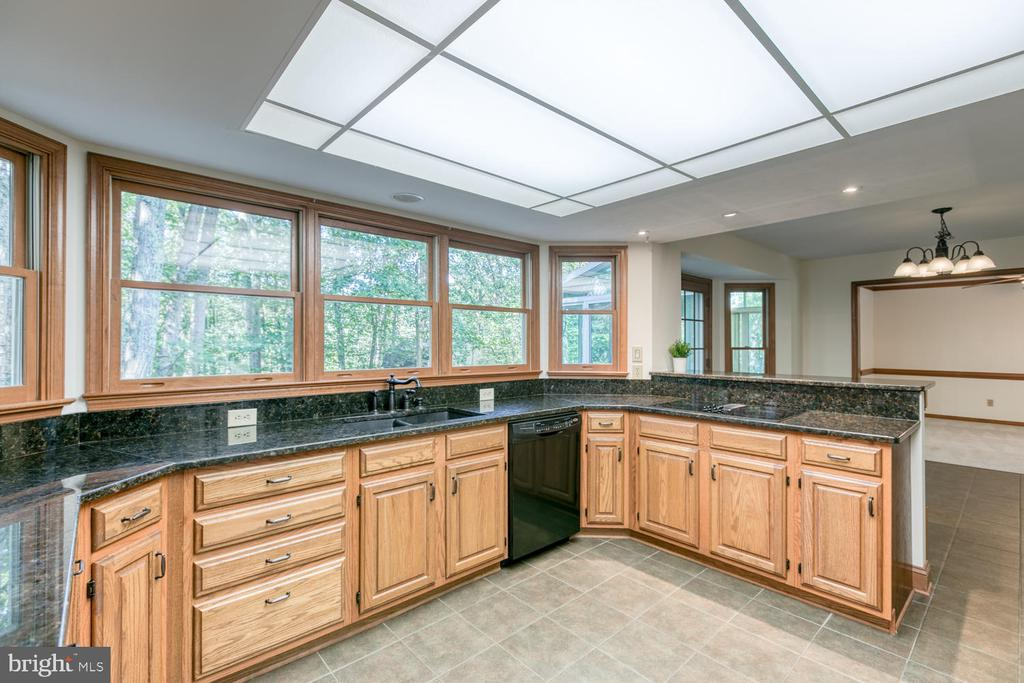 Large gourmet kitchen - 2305 HARPOON DR, STAFFORD